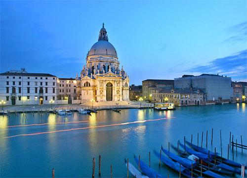 Santa_Maria_della_Salute_Venice_Italia