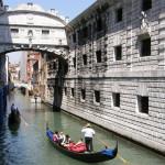 Знаменитый Мост Вздохов в Венеции