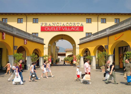 Franciacorta Outlet Village, Rodengo Saiano 1
