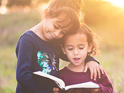 Как лучше всего заниматься с малышами иностранным языком?